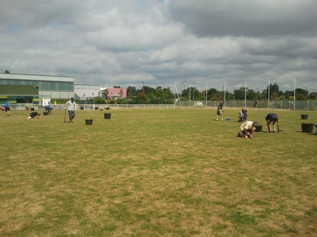 Nettoyons le terrain de foot !