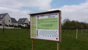 Image de l'article 'Pancarte installée au verger conservatoire'